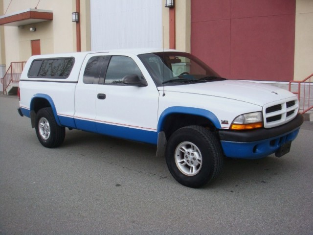 1997 Dodge Dakota Club CaB SLT 4X4 AUTO AIR LOCAL NO ACCIDENTS MUST SEE