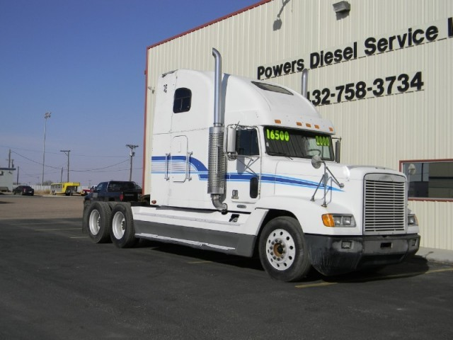 2000 FREIGHLINER FLD 120 - CLEAN TRUCK!!