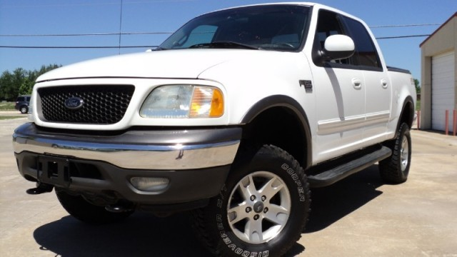 2002 Ford F-150 SuperCrew XLT 4WD WHITE WITH GRAY INTERIOR COME SEE