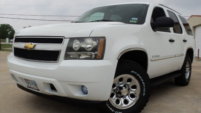 2008 Chevrolet Tahoe 4WD 4dr 1500 LS WHITE WITH DARK GRAY INTERIOR