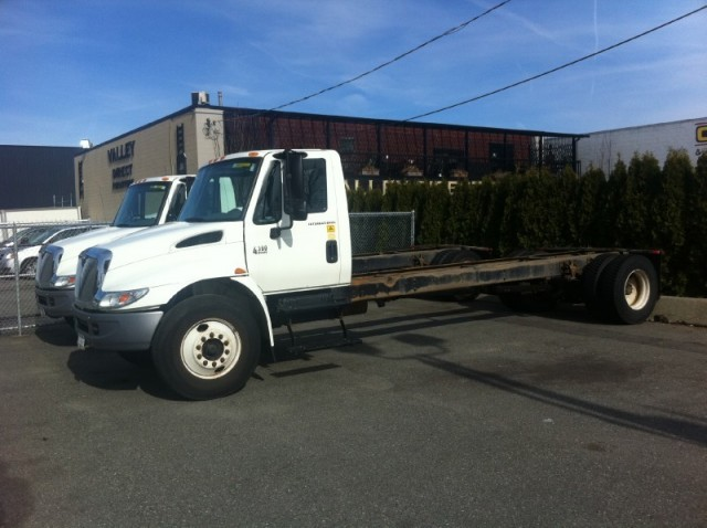 2006 INTERNATIONAL CAB 4300 DT466 WE HAVE 5 AND WE FINANCE AND LEASE