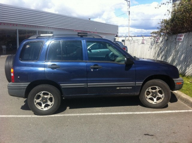 2001 Chevrolet Tracker 4 door 4x4 GREAT GAS MILEAGE