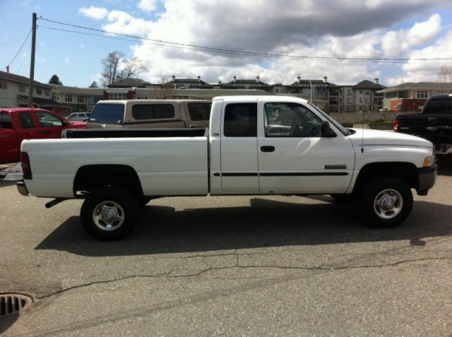 2001 DODGE RAM 2500 CUMMINS DIESEL LONG BOX EXTRA CAB 4X4
