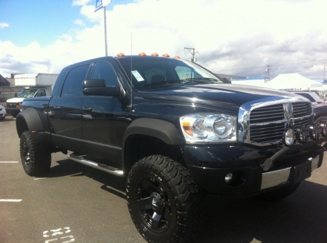 "2007 DODGE RAM 3500 LARAMIE MEGA CAB 5.9 L DIESEL MONSTER SHOW TRUCK 38 "" TOYO AND $20000 INVESTED"