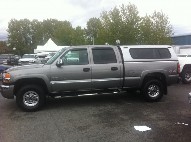 2006 GMC Sierra 2500 HD DIESEL SURREY LANGLEY CREW 4X4 DURAMAX WITH CANOPY CLEAN TRUCK