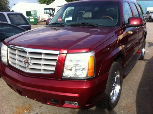 2002 Cadillac Escalade SURREY LANGLEY KELOWNA 8 PASSENGER FULLY LOADED WITH DVD