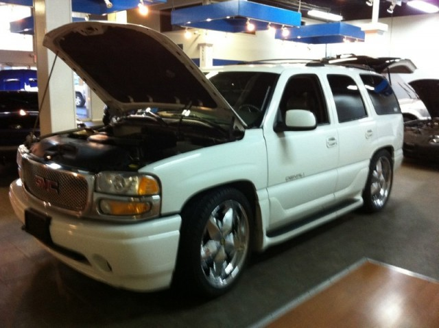 2001 GMC Yukon CUSTOM ON 30 INCH WHEELS AND STEREO EX SHOW TRUCK