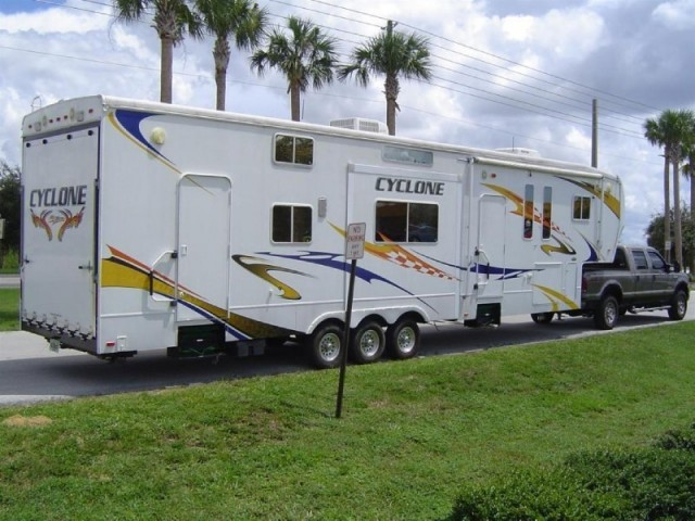 2008 Heartland Cyclone 4012 Fifth Wheel ToyHauler