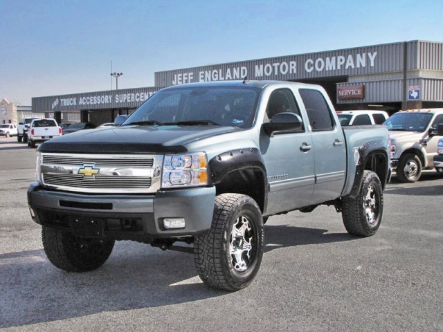 "09 Chevy 1500 4WD Crew Cab - 6.2L V8, 6"" Lift, LTZ, BAD!"