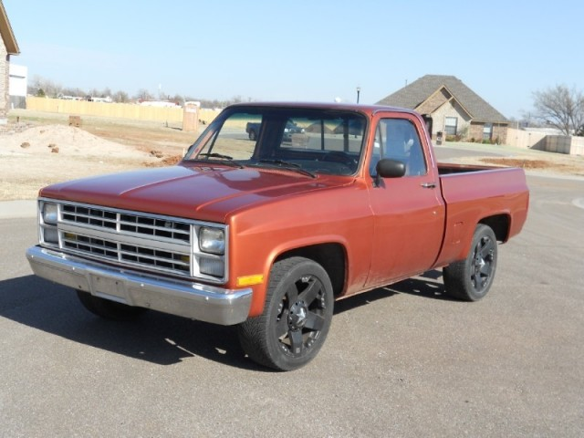1983 Chevrolet Short Bed New 350 V8, New Paint, 20inch ROCKSTAR wheels