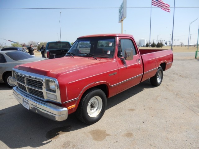 1991 Dodge D150 Pickup V8 Auto Runs Great !