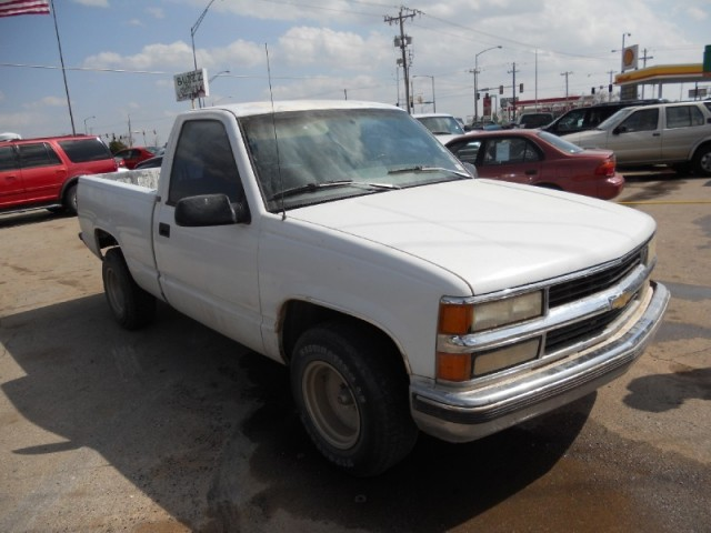 1995 Chevrolet C1500 350 v8, auto, short wide bed