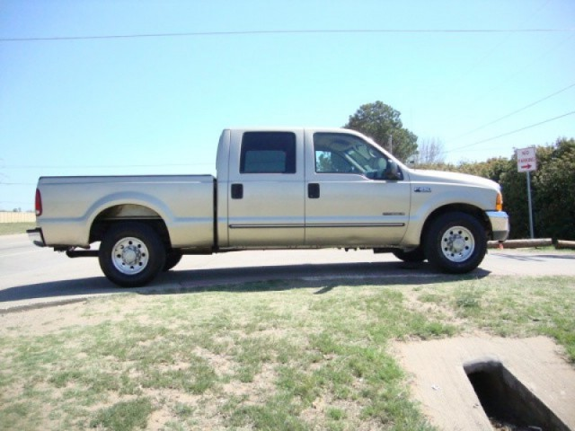 "2000 Ford Super Duty F-250 Crew Cab 156"" XL"